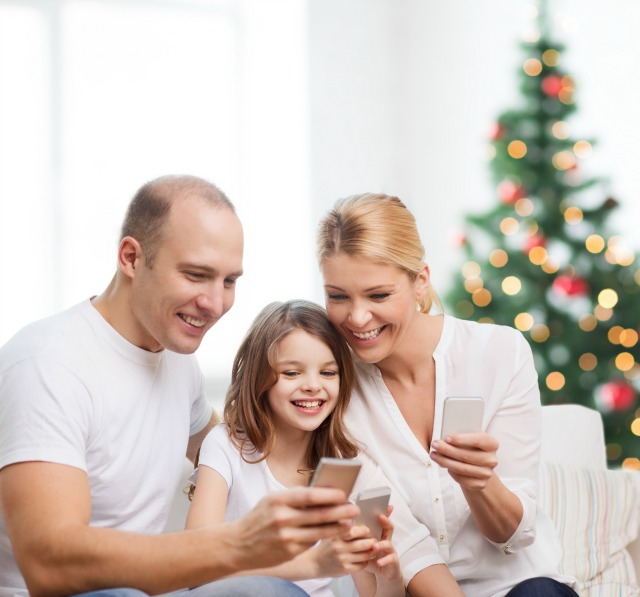 Tips For Giving Your Teen Their First Smartphone For the Holidays